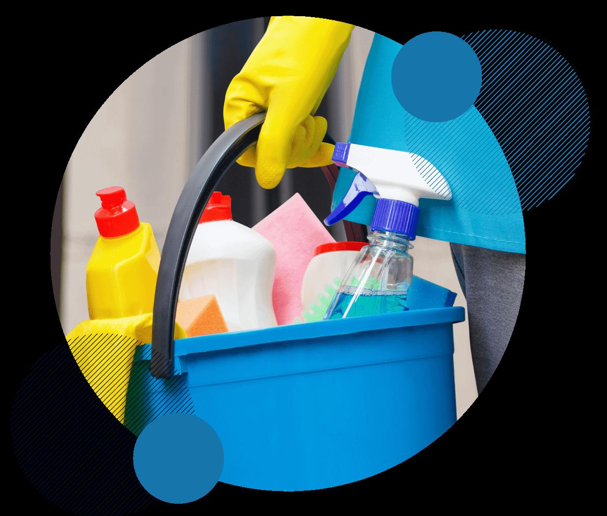 produits de nettoyage dans un bac
